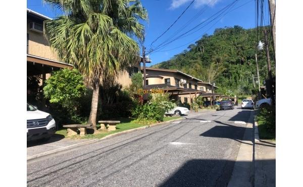 Silver Oaks Townhouse, Petit Valley